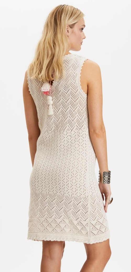 Šaty z příjemného materiálu háčkované