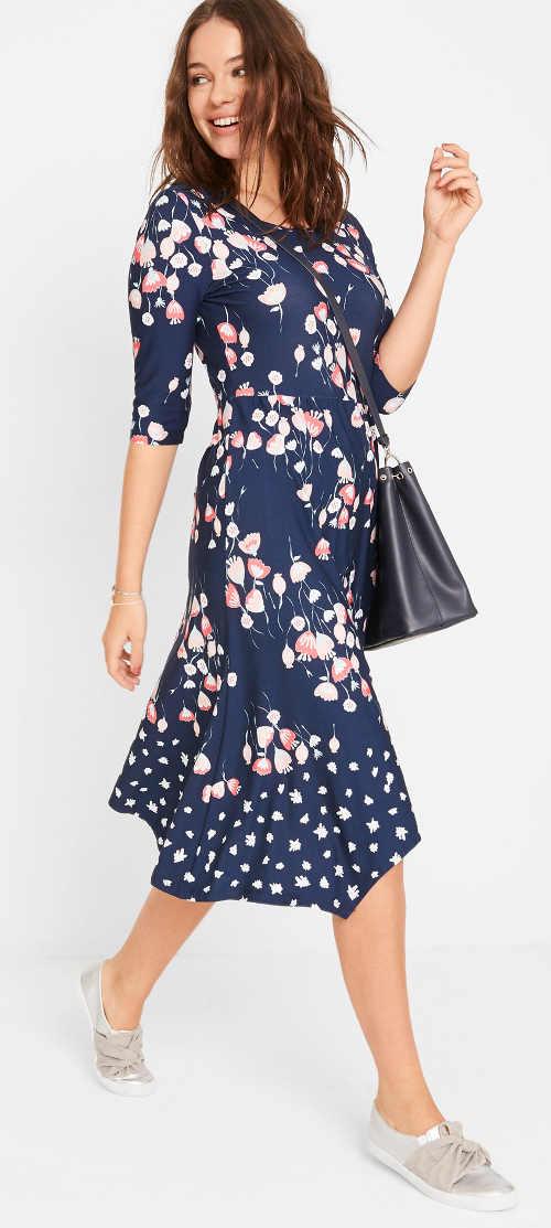 Modré dámské květované šaty na léto
