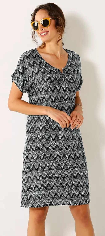 Jednoduché dámské letní šaty s geometrickým potiskem