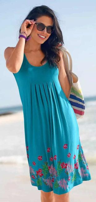 Modré letní dámské šaty s květinovým potiskem na sukni