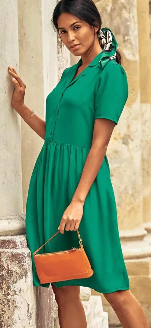 Vzdušné zelené košilové šaty pro letní období