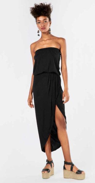 Černé letní šaty s odhalenými rameny a sexy rozparkem