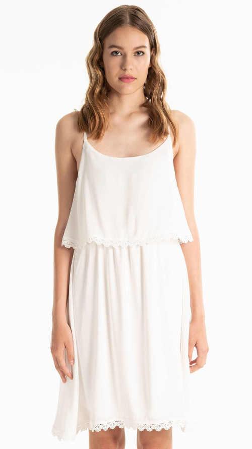 Letní bílé ramínkové šaty s volánkem a háčkovaným detailem