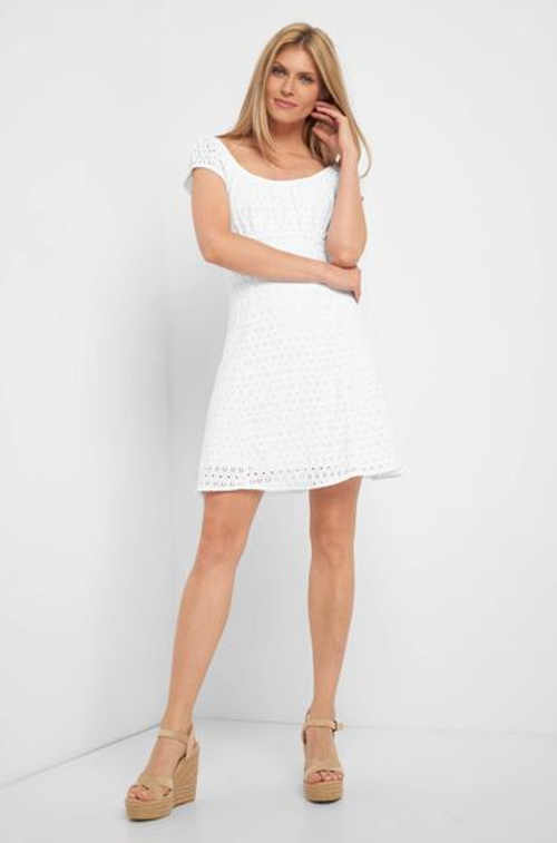 Moderní šaty ke kolenům a žurovým vzorem