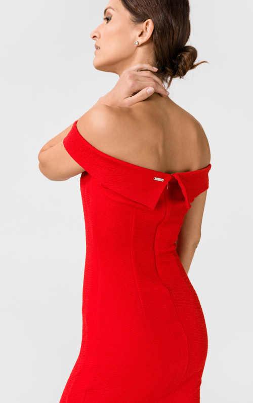 Moderní šaty nejen do společnosti v červeném provedení