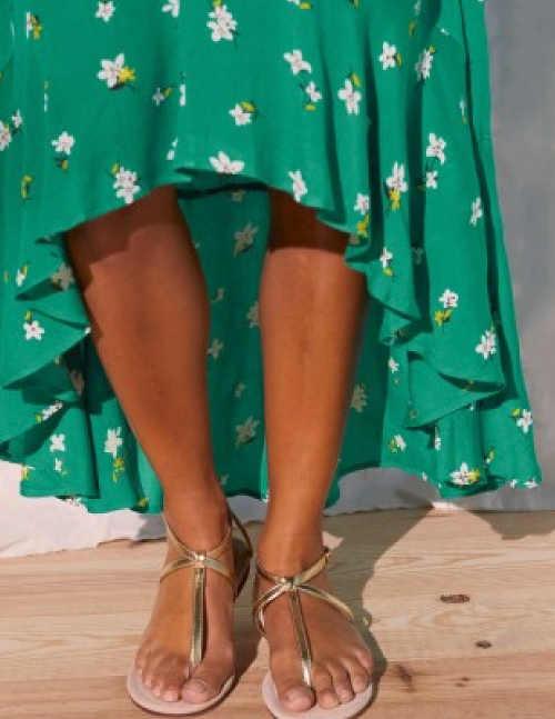 Moderní šaty v zeleném provedení s květinovým vzorem