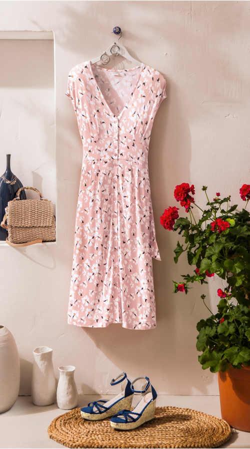 Pohodlné letní šaty s květovaným vzorem