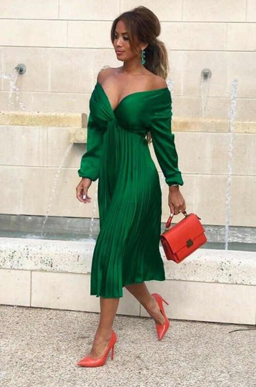 Luxusní společenské šaty s výstřihem a plisovanou sukní