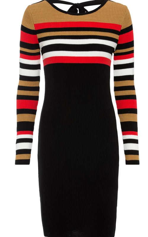 Pletené šaty v proužkovaném vzoru s hlubokým výstřihem