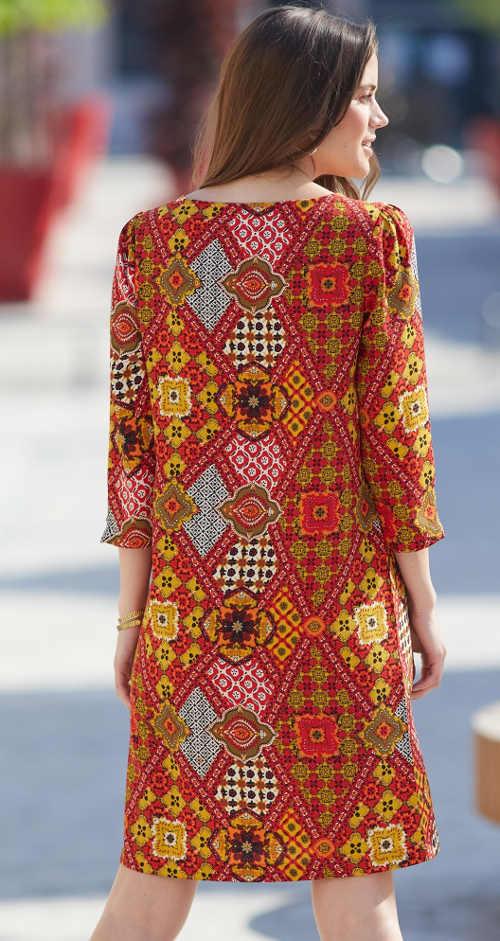 krásné šaty z příjemného materiálu