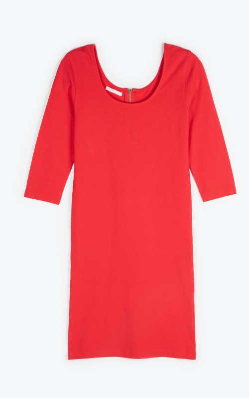 moderní a nadčasové šaty v jednobarevném provedení