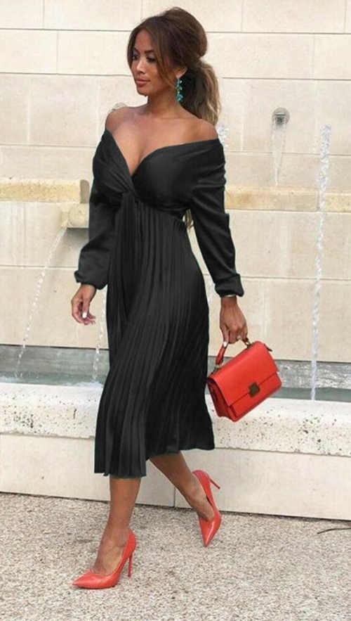nádherné šaty s výstřihem a skládanou sukní