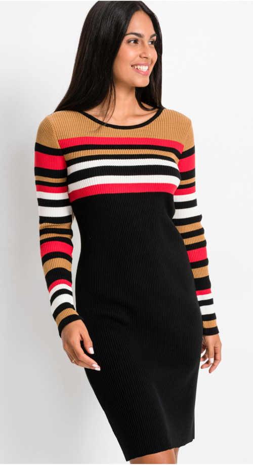 pletené šaty v působivé barevné kombinaci