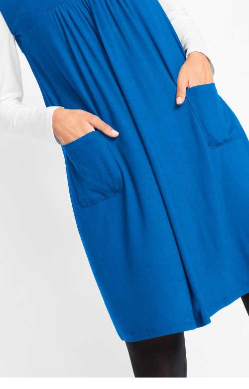 příjemné trikové šaty s většími kapsami