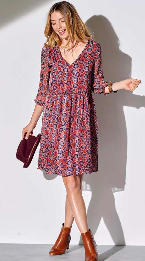 Krásné šaty volného střihu s interesantním potiskem a 3/4 rukávy