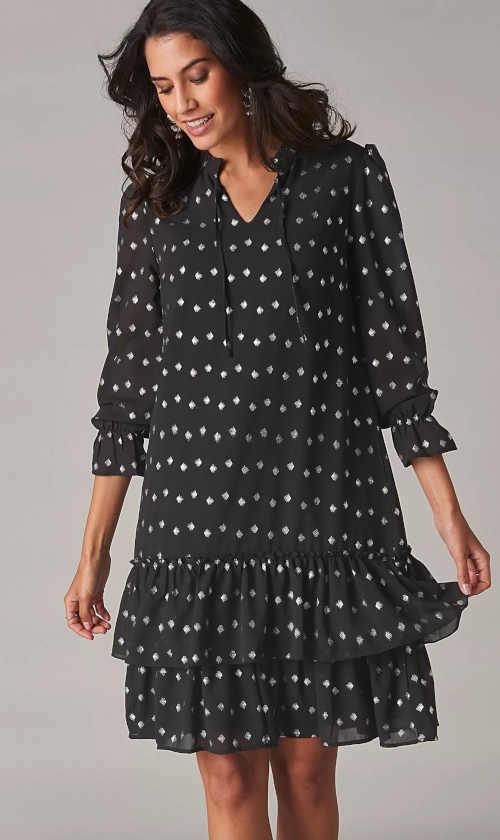 krásné šaty s volány a působivým potiskem