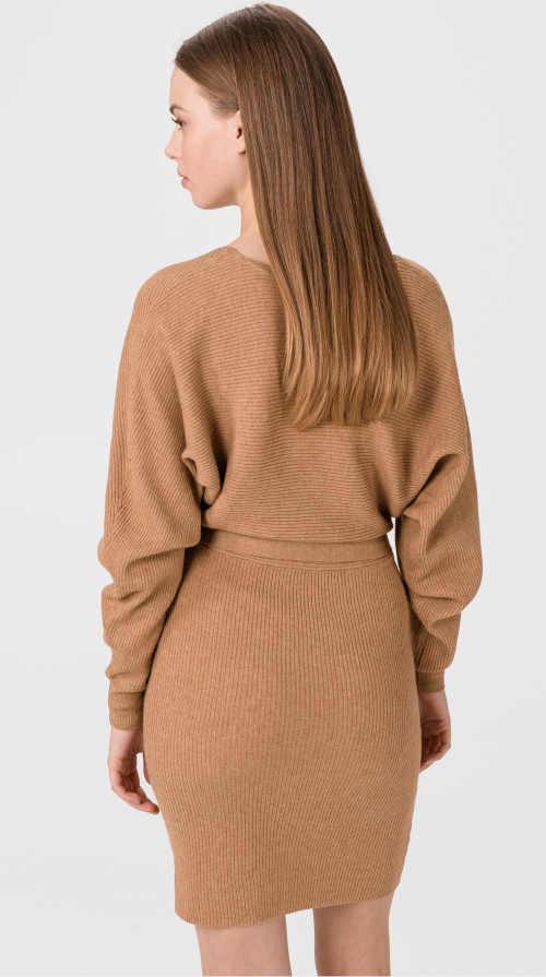 moderní šaty v zavinovacím střihu hnědé