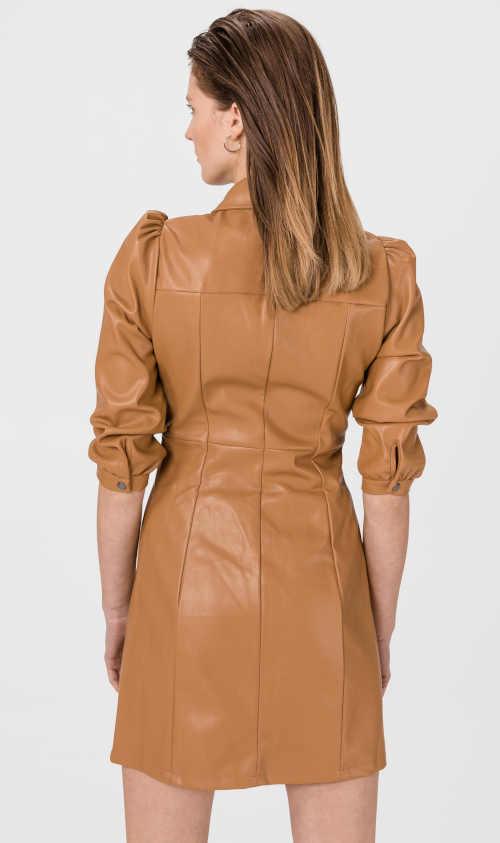 stylové šaty v imitaci hnědé kůže