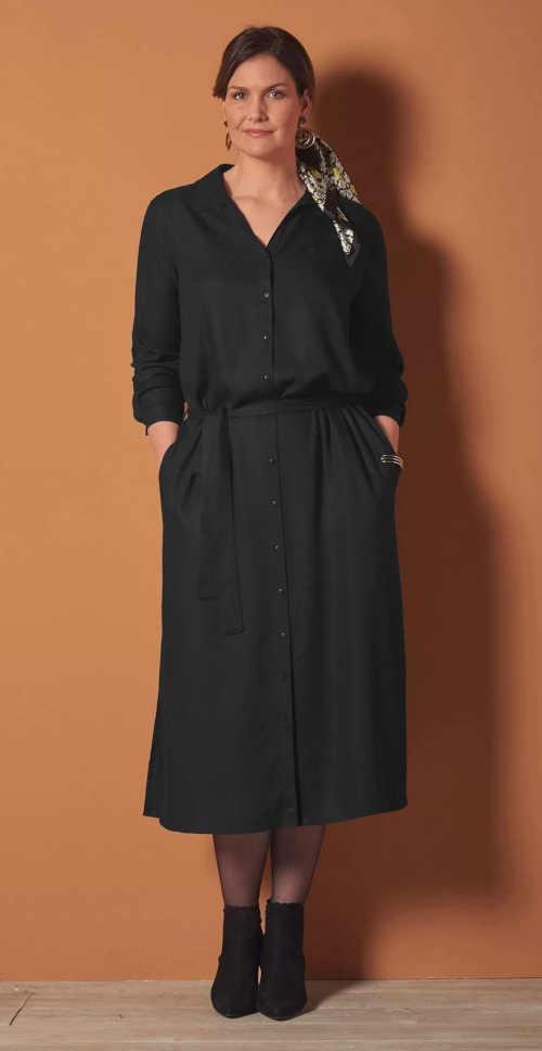 Košilové šaty v černém provedení s praktickými kapsami