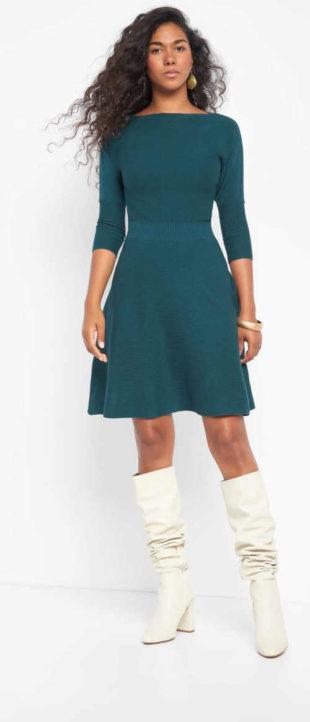 Žerzejové šaty ke kolenům s lodičkovým výstřihem u krku
