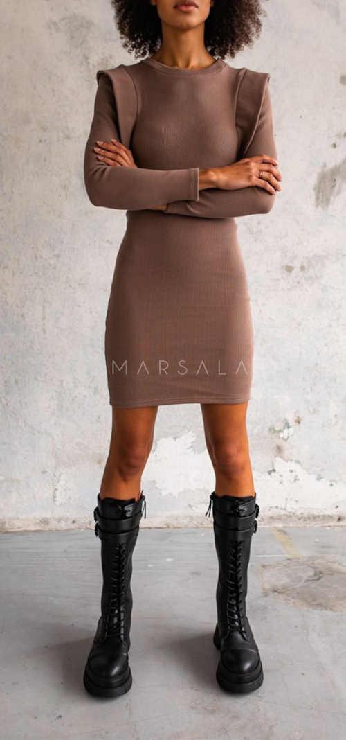hnědé dámské šaty lichotící postavě