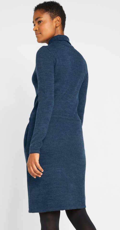 moderní pletené modré šaty s kapsami