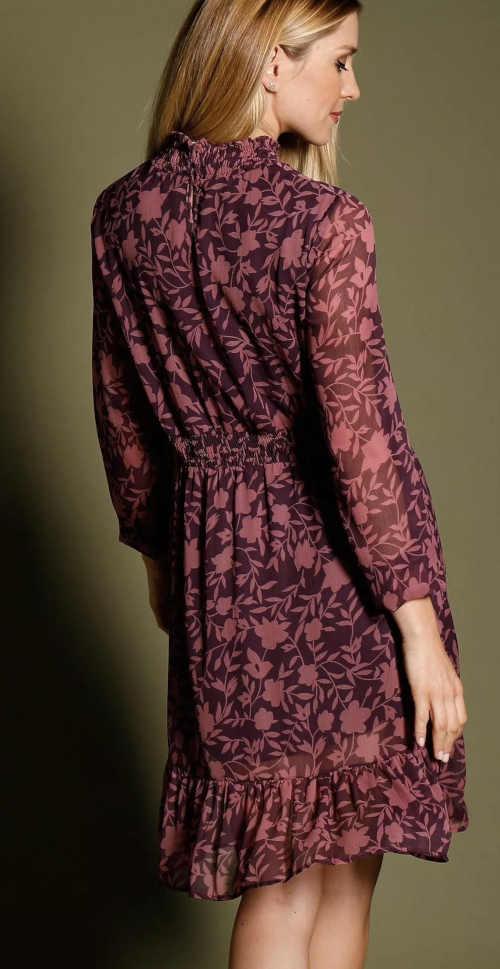 moderní šaty ke kolenům s květinovým potiskem