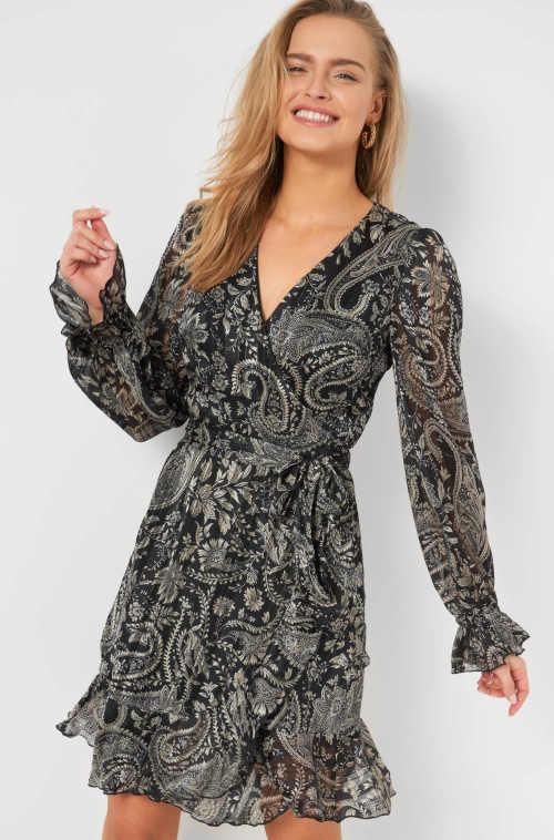 pohodlné moderní šaty v zavinovacím stylu