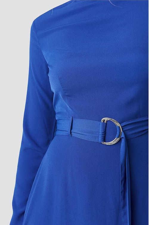 šaty v midi délce s dlouhým rukávem