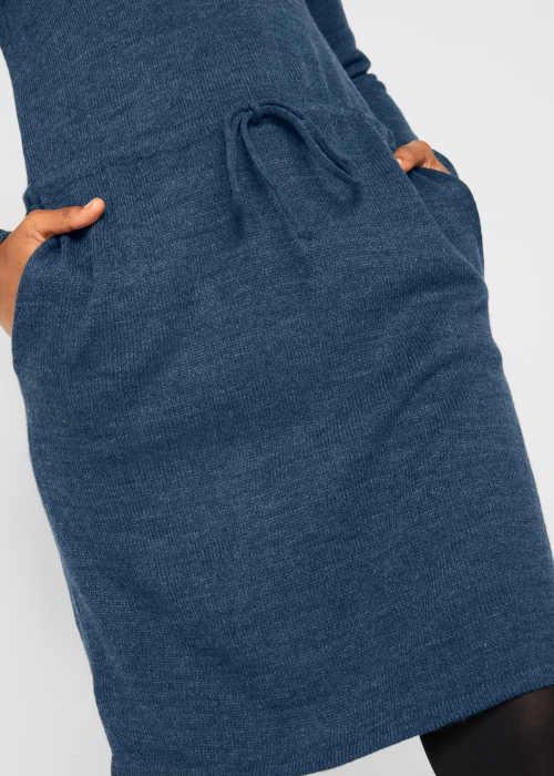šaty v modrém provedení s páskem