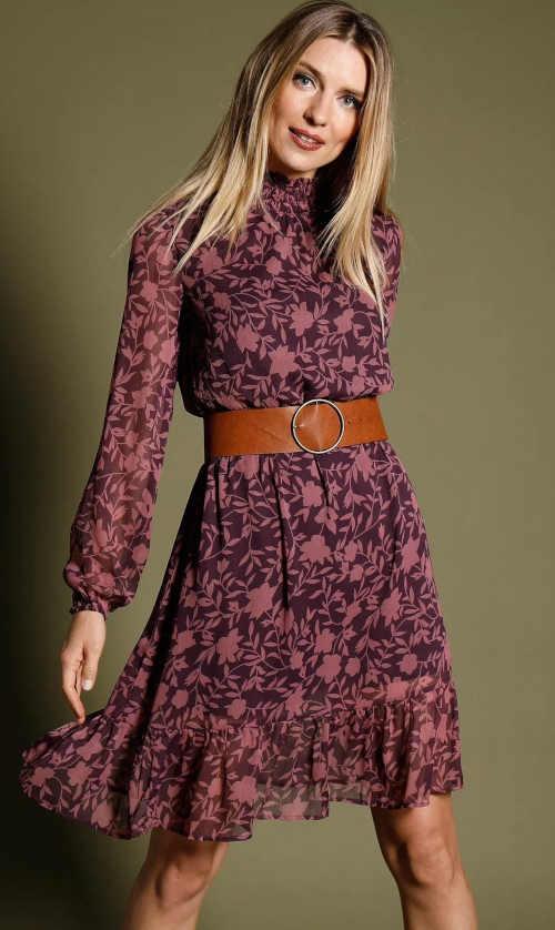 stylové šaty ze splývavé látky s voálem