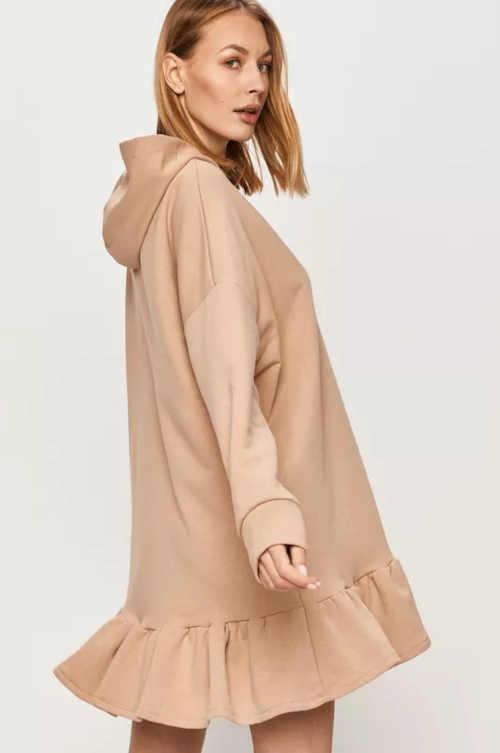 béžové pohodlné šaty s kapucí