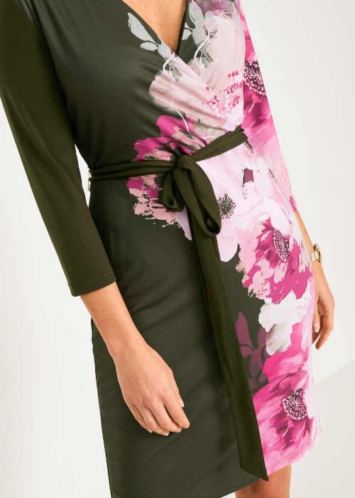 příjemné šaty s dlouhým rukávem