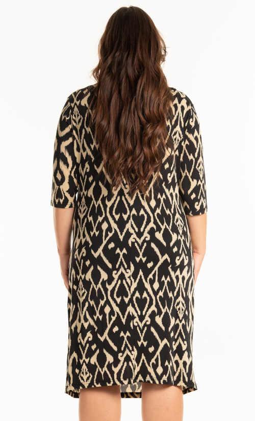 šaty s celoplošným potiskem plus size