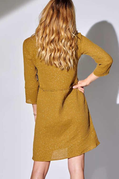 šaty v působivém provedení