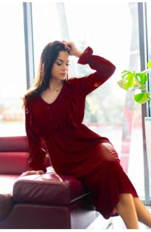 šaty vínové zdobené vpředu volány