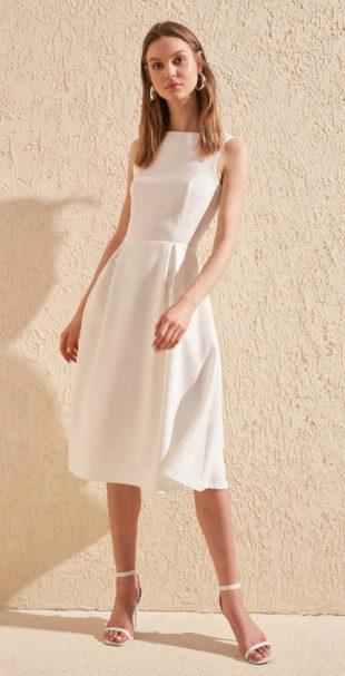 Elegantní dámské šaty bez rukávů v délce ke kolenům