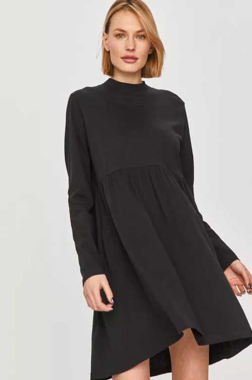 Módní šaty volného střihu s dlouhým rukávem v kratší délce