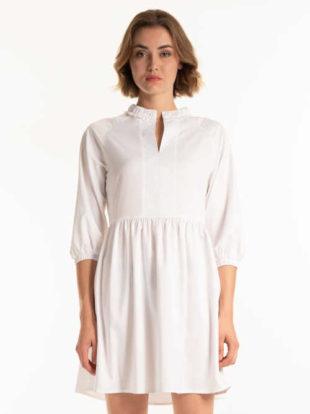Stylové šaty s řasením a zdobené volánkem u krku