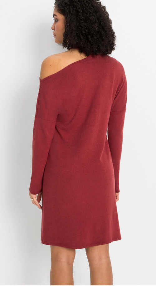 červené šaty ke kolenům