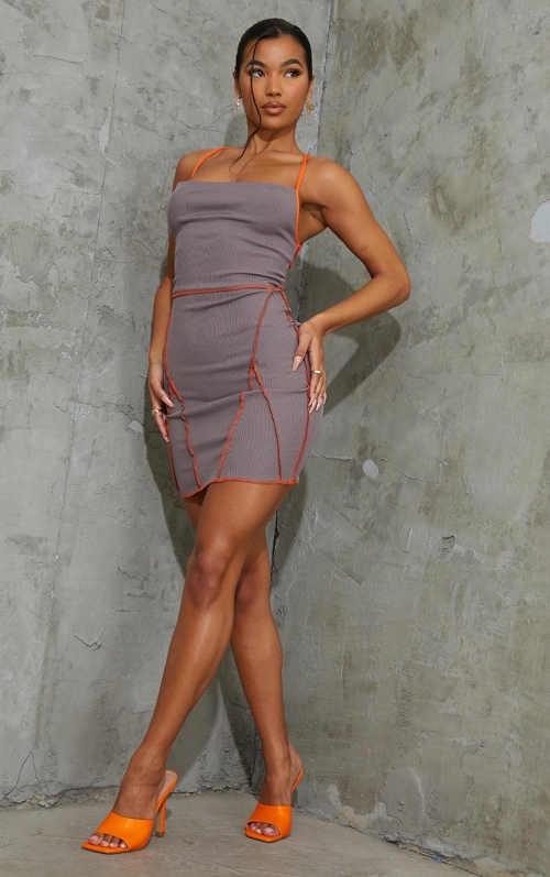 dvoubarevné šaty bez rukávů