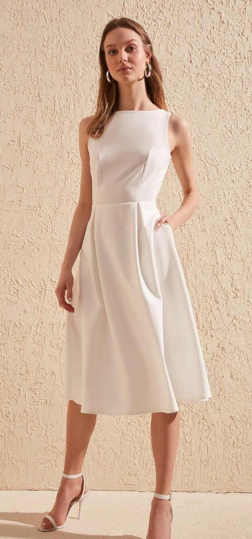 moderní pohodlné elegantní šaty