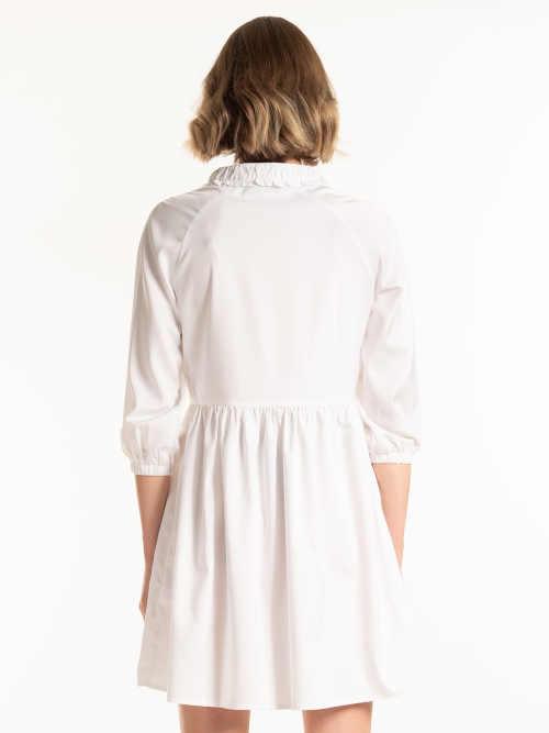moderní šaty s nabíráním