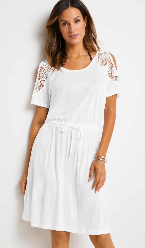 Letní šaty v moderním střihu z příjemného materiálu