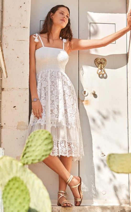 Plážové šaty v moderním provedení z kvalitního materiálu