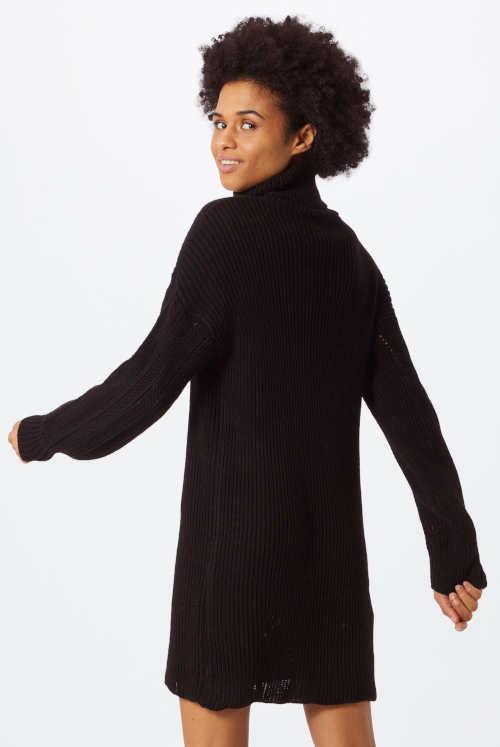 Černé zimní pletené šaty z děrovaného úpletu