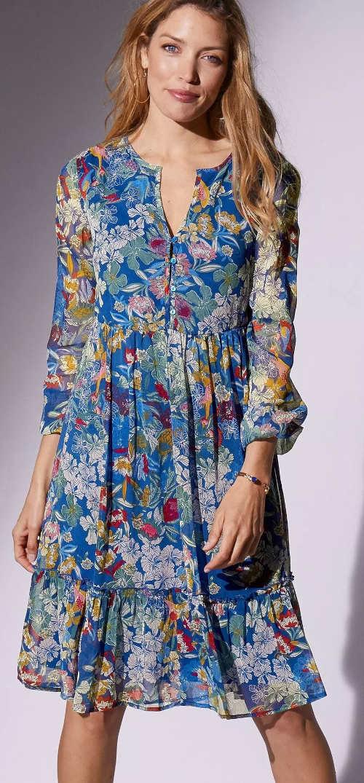 Modré lehké letní šaty s květinovým vzorem