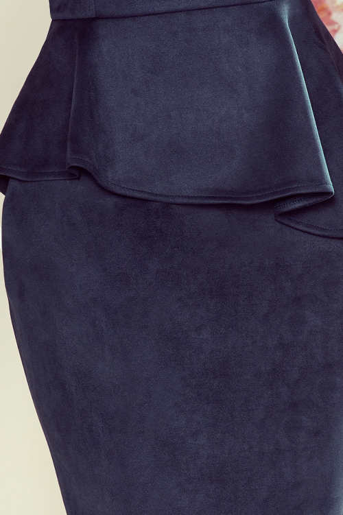 Ozdobný volán v pase dámských společenských šatů