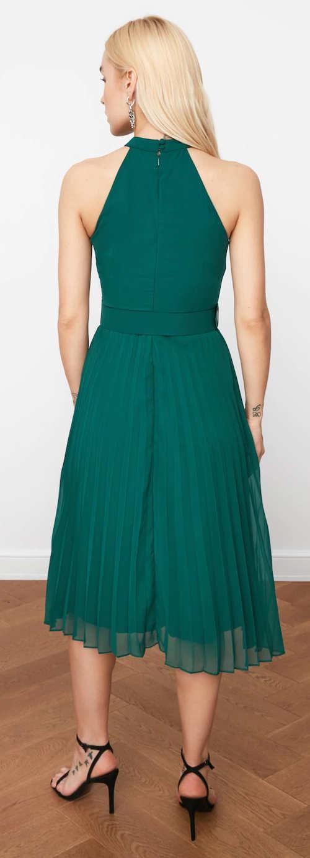 Zelené plesové šaty s plisovanou sukní