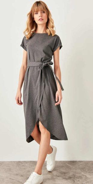 Dámské moderní šaty s páskem s otevřeným rozparkem vpředu